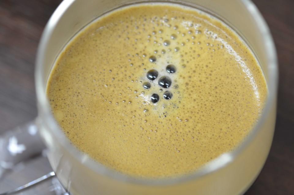バリスタで作ったコーヒーの泡のアップ画像