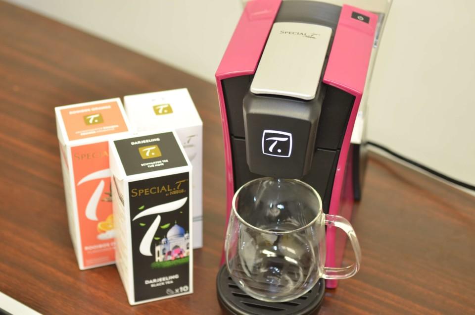 3種類の茶葉とスペシャルTを並べた画像