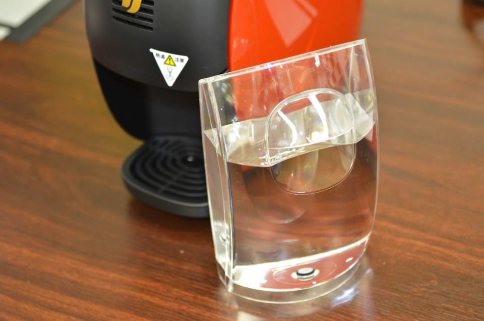 水が補充された給水タンク