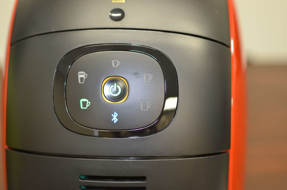 ランプが点灯しているネスカフェバリスタi(アイ)のタッチパネルのアップ画像