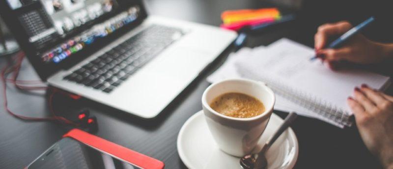 コーヒーを飲んで昼寝?!仕事中に眠気対策におすすめの『コーヒーナップ』とは