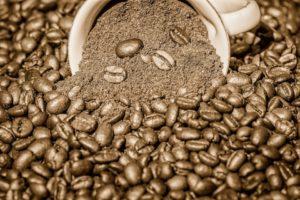 コーヒーを買うなら豆と粉どっちがいい?違いやメリット&デメリット