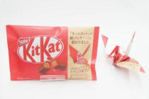 ネスレ『キットカット』の紙パッケージ変更によりプラスチックごみ削減を目指す