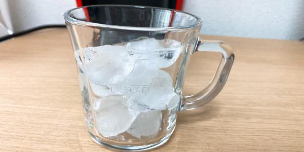 バリスタでアレンジ:カップに氷が入っている